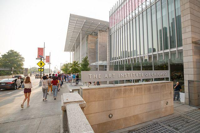 Students head into the Modern Wing of the Art Institute on the first day of orientation