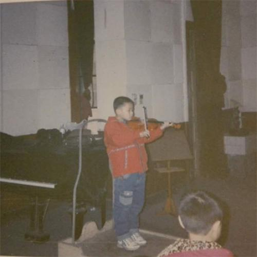 Picture of young Zhong Ren playing instrument